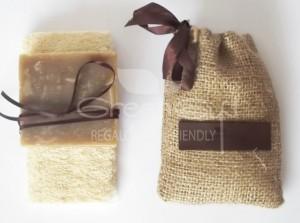 Jabón con escencias naturales y esponja vegetal